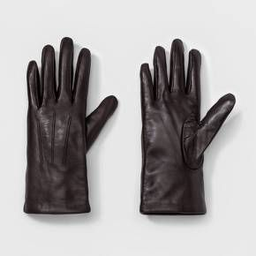 Don't let the cold weather stop you from showing off your classic sense of style — these Leather Tech Touch Gloves from A New Day™ will keep your hands warm and your outfit looking as chic as can be. The midweight fabric of these timeless leather gloves makes them a great option for keeping warm on a cold day. With the tech touch feature, you can conveniently use your devices without having to take off your gloves.