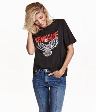 Dunkelgrau. T-Shirt aus Baumwolljersey mit Frontdruck.