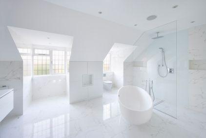 Superb Wieße Farbgestaltung Im Badezimmer