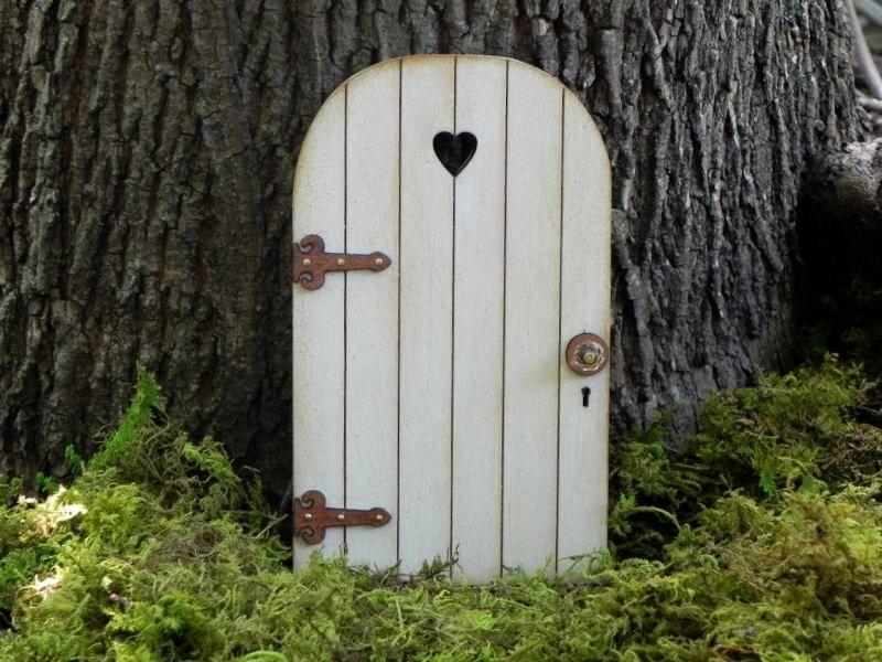 Gartendeko mit Zwergen - Tor an einem Baum befestigen   La casa ...