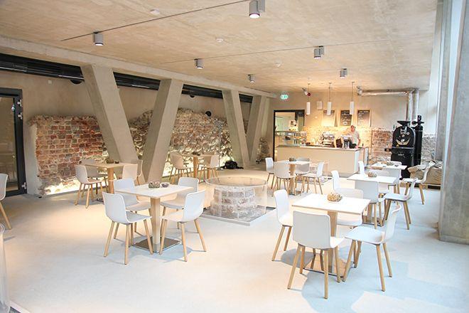 Modern Im Mittelalter Torte Kaffee Und Mehr Hat Das Cafe Ulrich S Gegenuber Der Lubecker Kirche St Marien Cafe Kaffeepause Kaffee