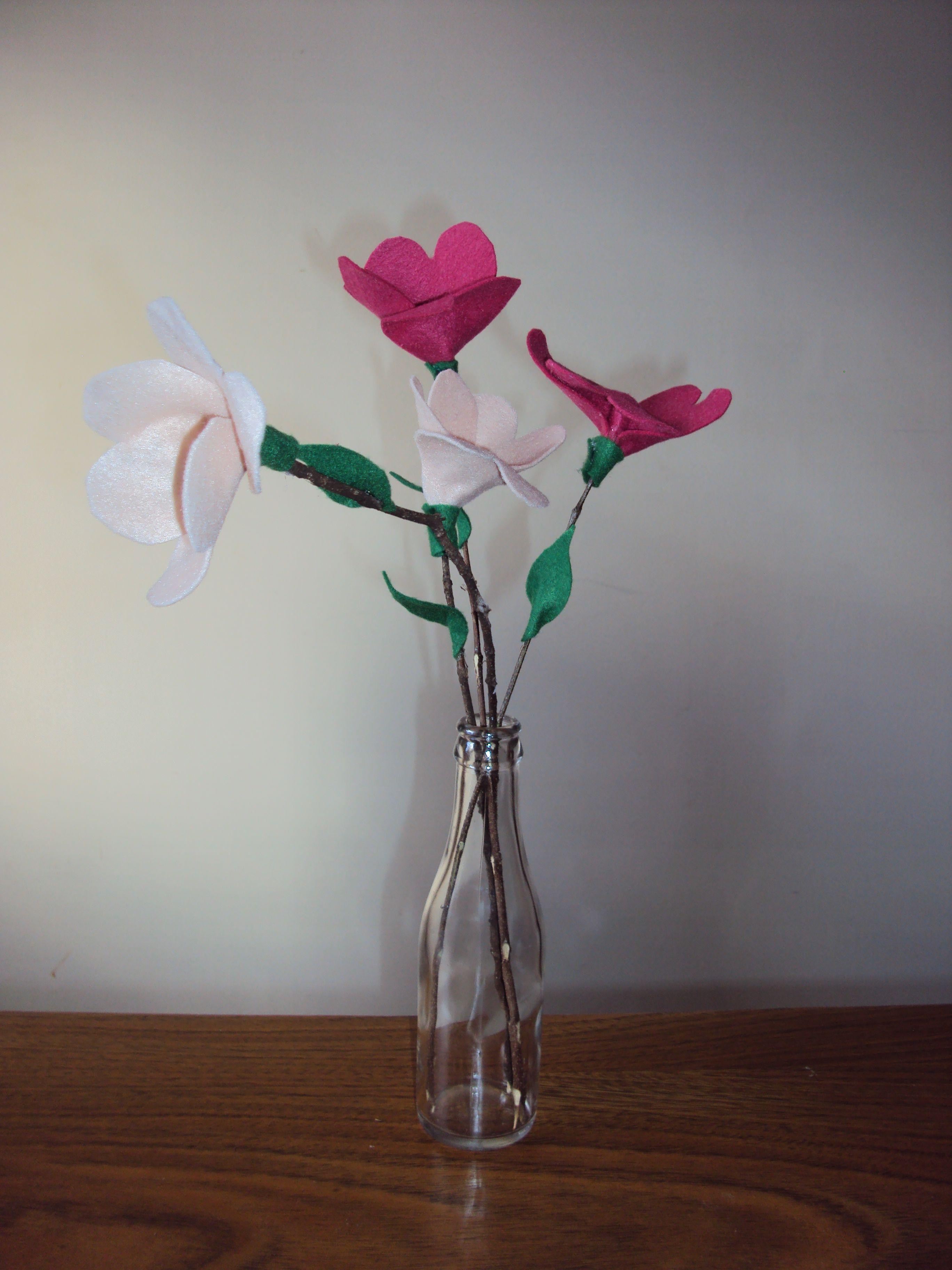 Flores com feltro www.arteirasdecoracao.com.br