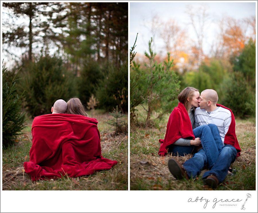 Idee Fotografiche Anniversario : Christmasengagementphotos 036 holly jolly christmas pinterest