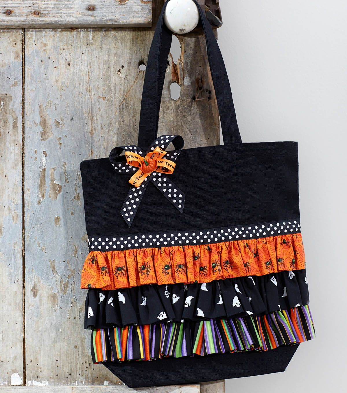 How To Make A Ruffled Trick or Treat Tote Halloween