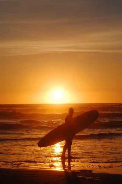 Surfing Sunset :: Pacific Coast, South of Chile - ©Mackina Photofilms 2011 - JCarlos Elgueta