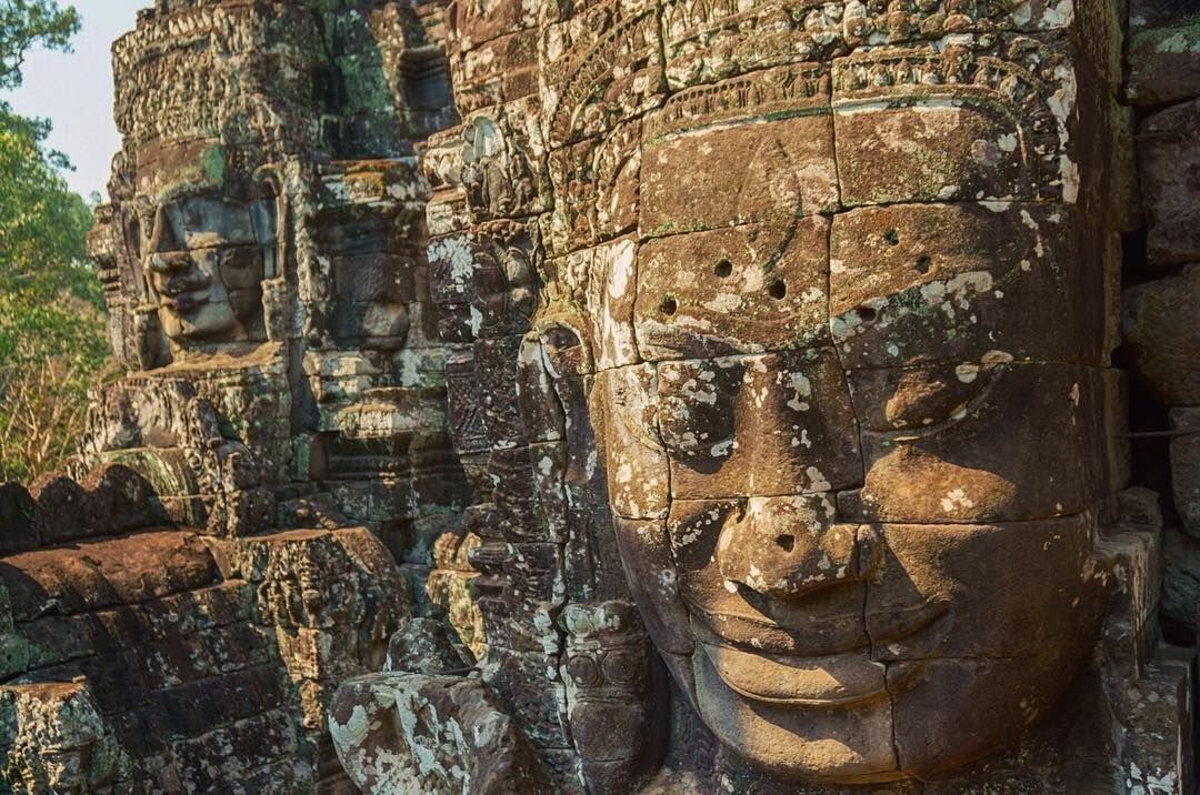 The Bayon Temple Stands At The Center Of Angkor Thom And Was Built For King Jayavarman Vii Originally Dedicated To Mahayana B Escape Travel Travel Art Travel