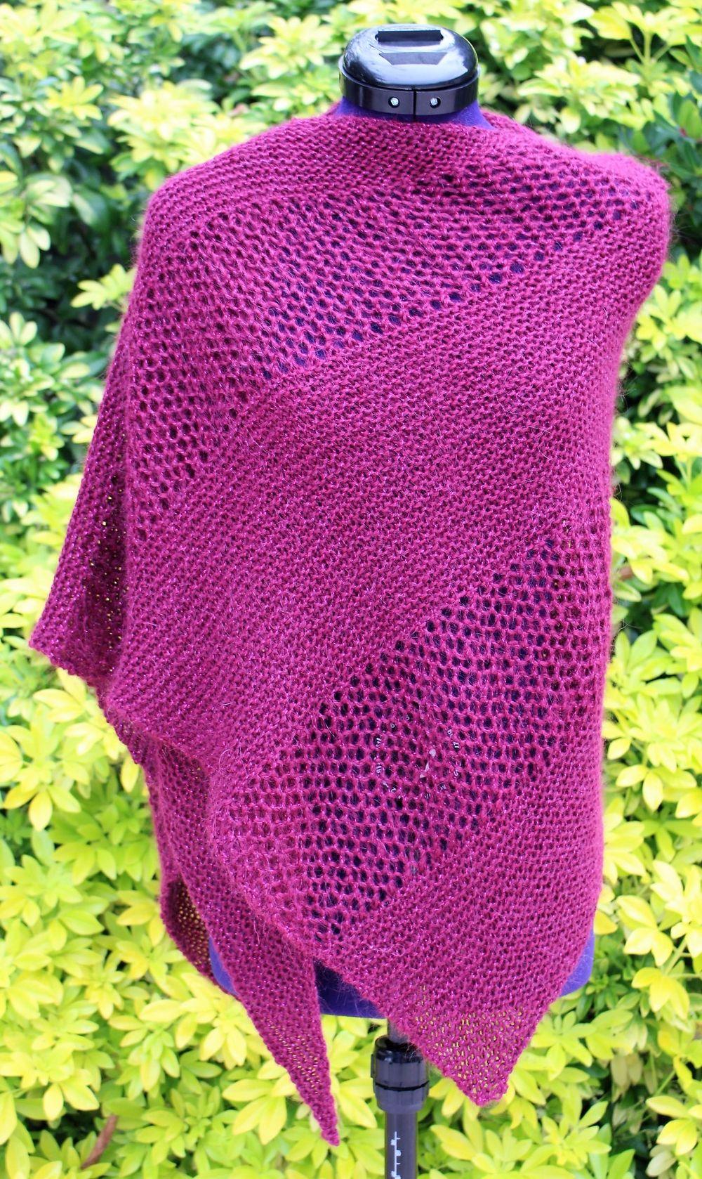 712cf6a55535 Épinglé par Chaliere sur ARTISTES et CREATEURS   Pinterest   Poncho laine,  Écharpes tricotées et Etole