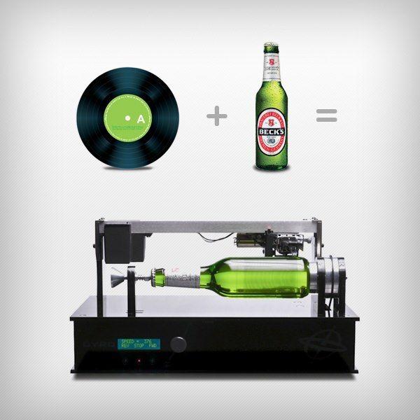 Beck's, conhecida cervejaria alemã, inova e cria garrafa de cerveja que toca música. Veja como funciona a nova invenção dos caras.