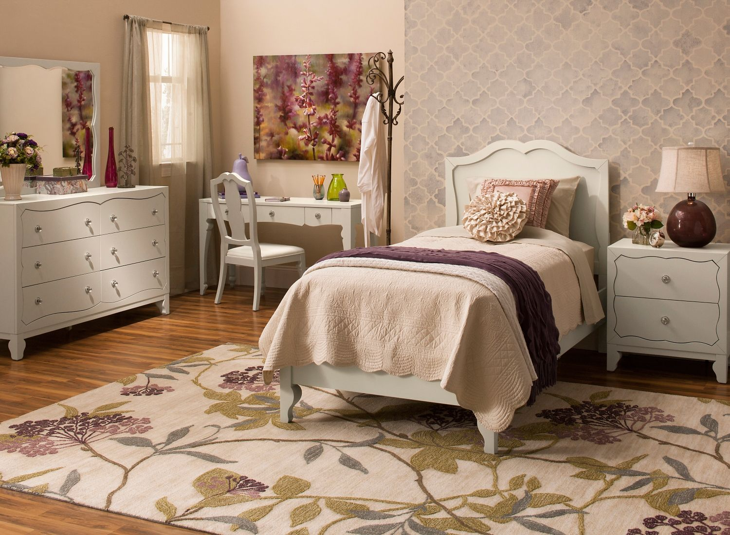 How classic! Choose neutral colored furniture to pair with