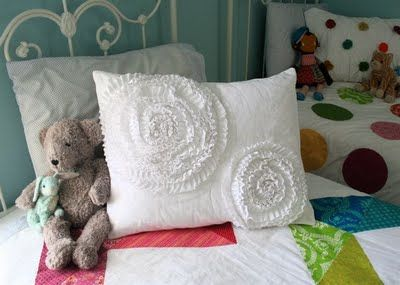 Here we go: West Elmish Ruffled Circle Pillow Sham How-To