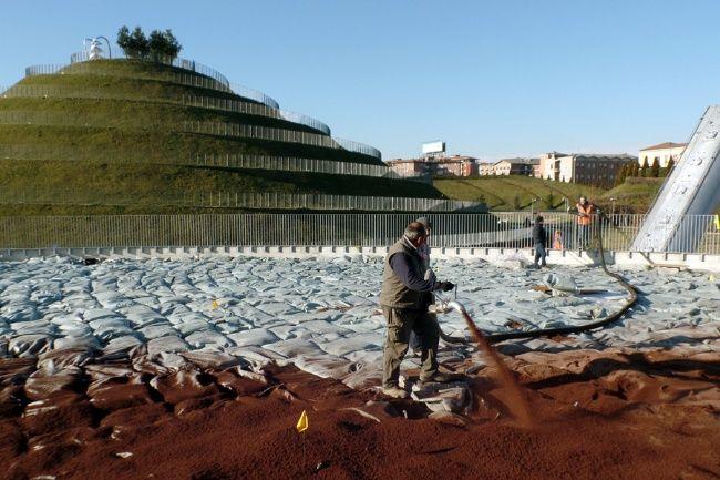 Pompaggio del substrato agriterram in cantiere giardini pensili
