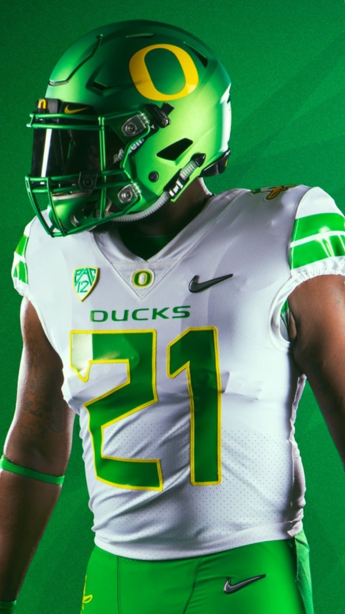 White With Fighting Ducks Logos On Shoulders With Flat Green Helmets With Yellow O Uniform Co Ducks Football College Football Helmets Oregon Ducks Football