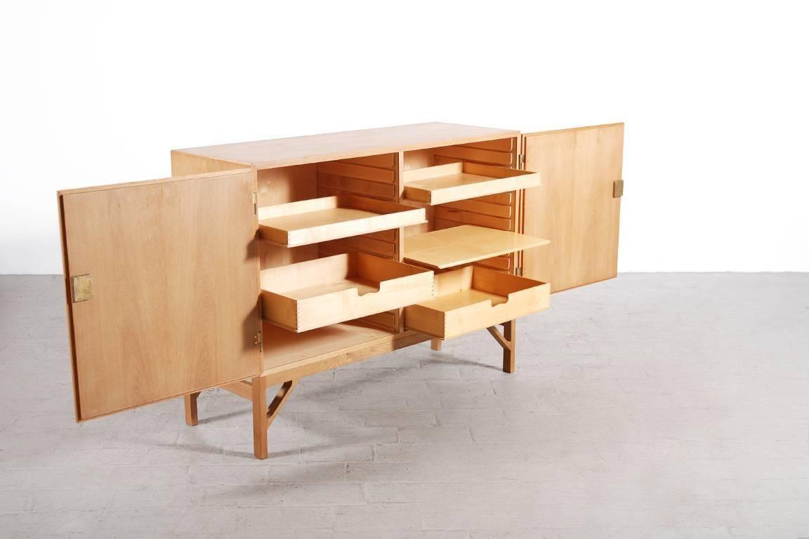 Børge Mogensen Pair of Oak Cabinets for FDB Møbler, 1960s For Sale at 1stdibs
