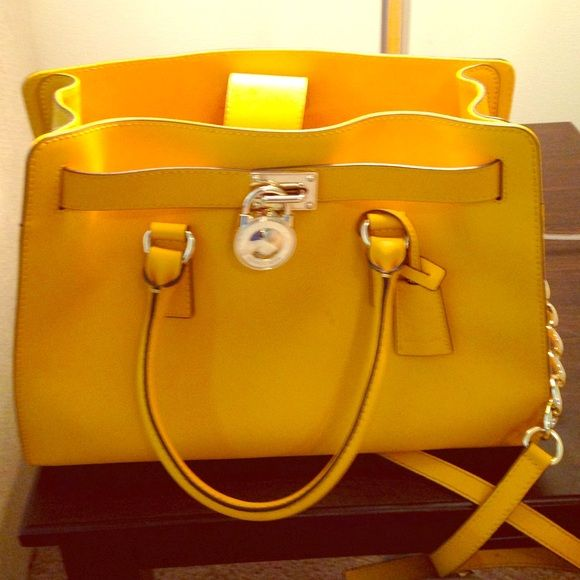 f973b6f5c2e5 Limited color edition , you won't find it in stores. NO TRADiNG MICHAEL  Michael Kors Bags Satchels. MK Hamilton saffiano leather medium satchel ...