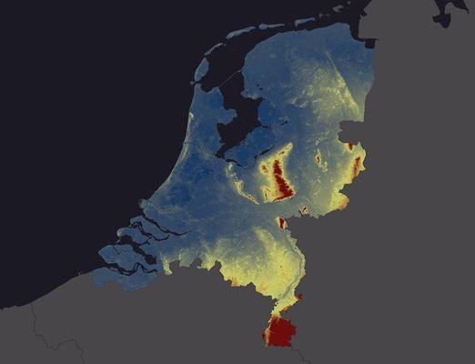 Tot op vijf centimeter nauwkeurig bekijken wat de hoogte is van elk huis, elke kerk, elke heuvel of welke duin dan ook in Nederland.