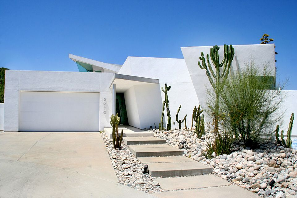White Modern Houses ultra modern house with white exterior. características de diseño