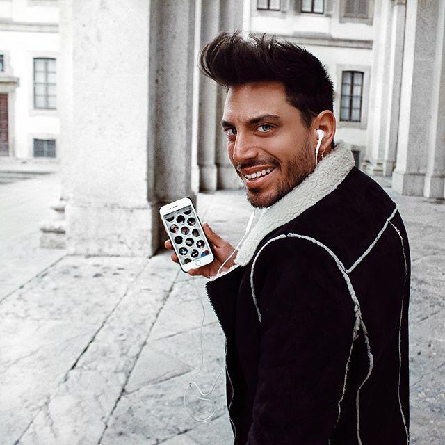 """Buongiorno! Appena iscritto! Da oggi mi trovate su @badoo_it !! Per chattare con me se siete su Milano vi basterà andare sulla funzione """"persone nei dintorni"""" e sono sicuro mi beccherete online 😜😜 #badoo #peoplenarby"""