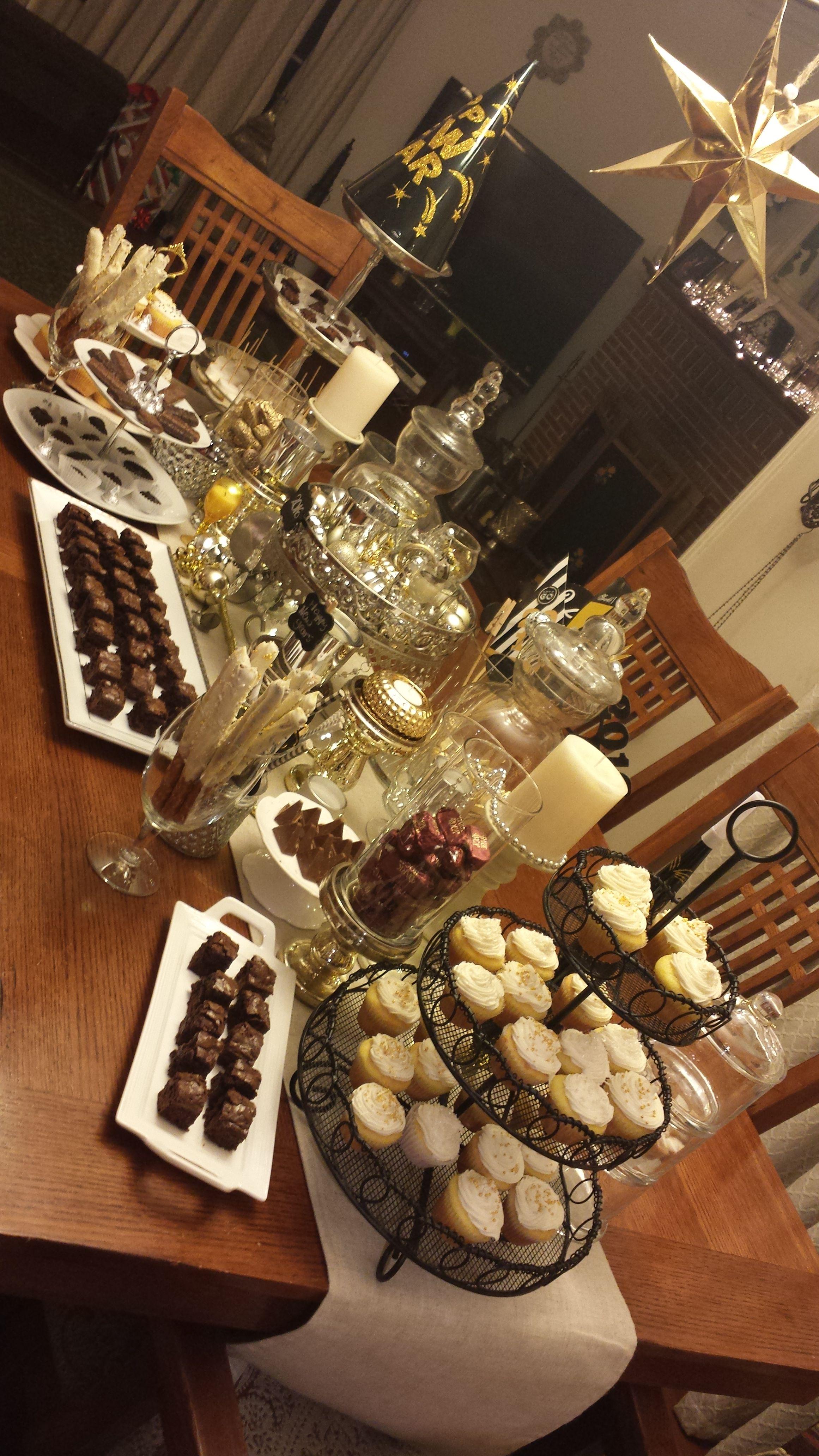 New Years Eve Dessert Table | New years eve dessert, New ...