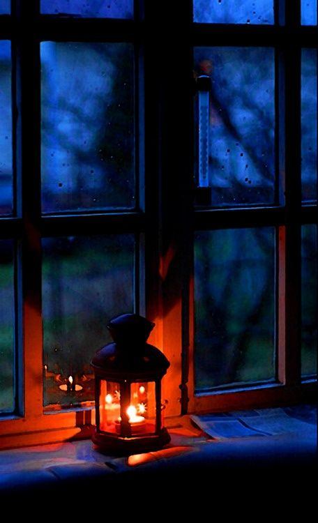 I'm always dreaming of a warm glowing light in the windows of home welcoming me in an enveloping embrace. Vintage Roses, Window Sill, Window Lights, Rain Window, Candle Lanterns, Candle Lighting, Be Light, Night Light, Soft Light