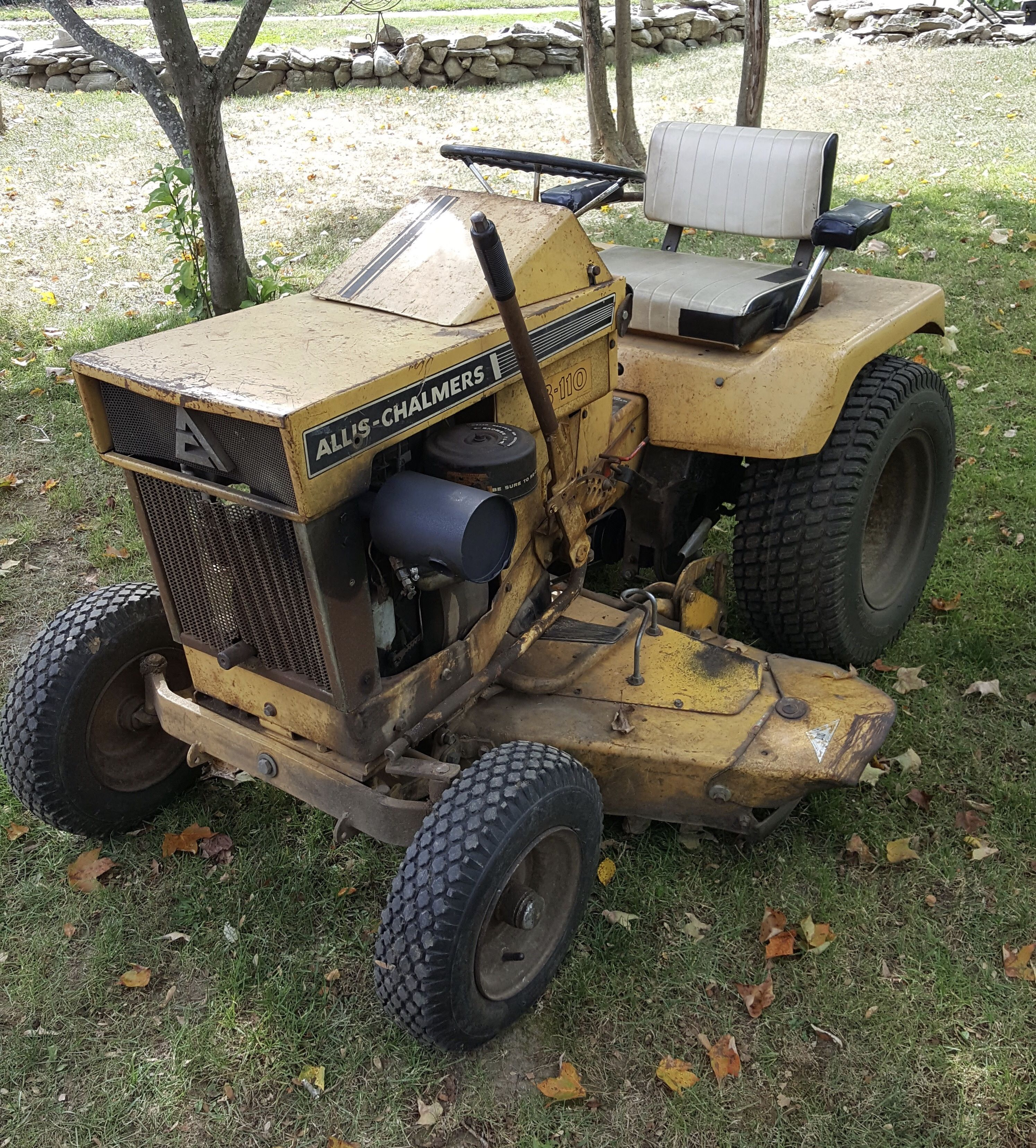 Allis Chalmers B 110 Garden Tractor An Old Workhorse Dressed In Work Clothes Classic Tractor Tractors Riding Lawn Mowers