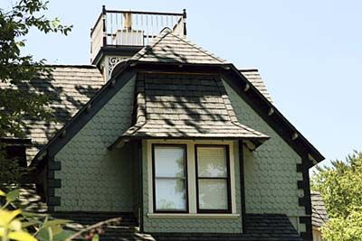 Dark green exterior paint...the black trim is kinda cool. would it ...