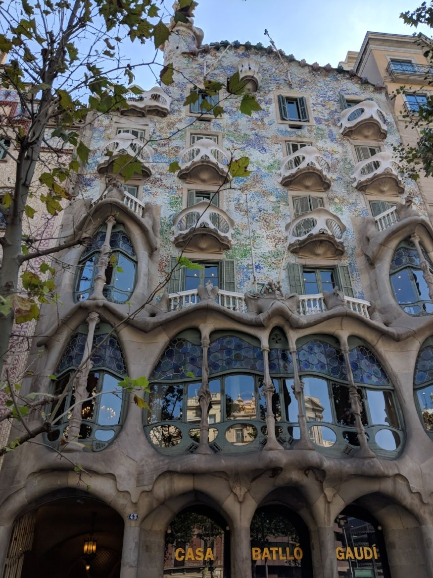 Casa Batllo See That First Floor You Ll See The View From The Other Side Of Those Windows In The Next Set Of Barcelona Casa Batlló Barcelona Things To Do In