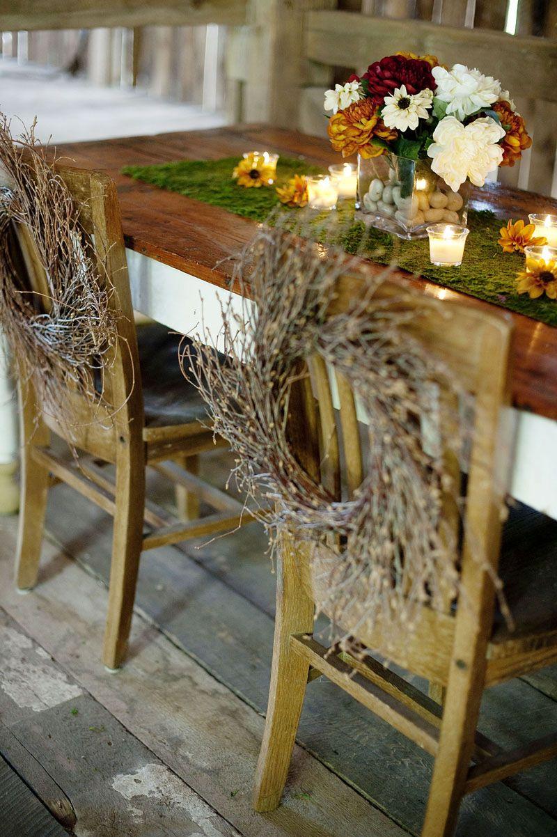 Resultado de imagem para guirlanda de Natal na cadeira dos convidados para casamento