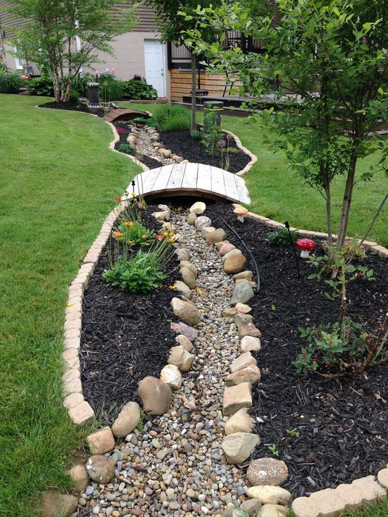 Dry river bed landscaping ideas: long dry river bed with bridges    #backyarddesign #backyard #outdoor #backyardGarden #xeriscaping #xeriscape #backyardLandscaping #backyardLandscapingIdeas #landscaping #cheapLandscapingIdeas #landscape #landschaftsbauideen