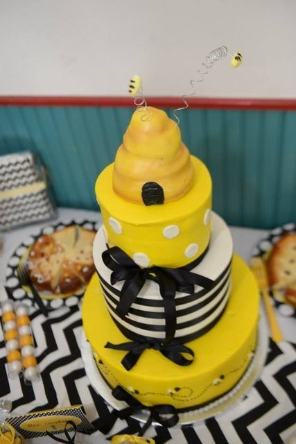 Cake At A Bumble Bee Baby Shower #babyshower #bumblebee