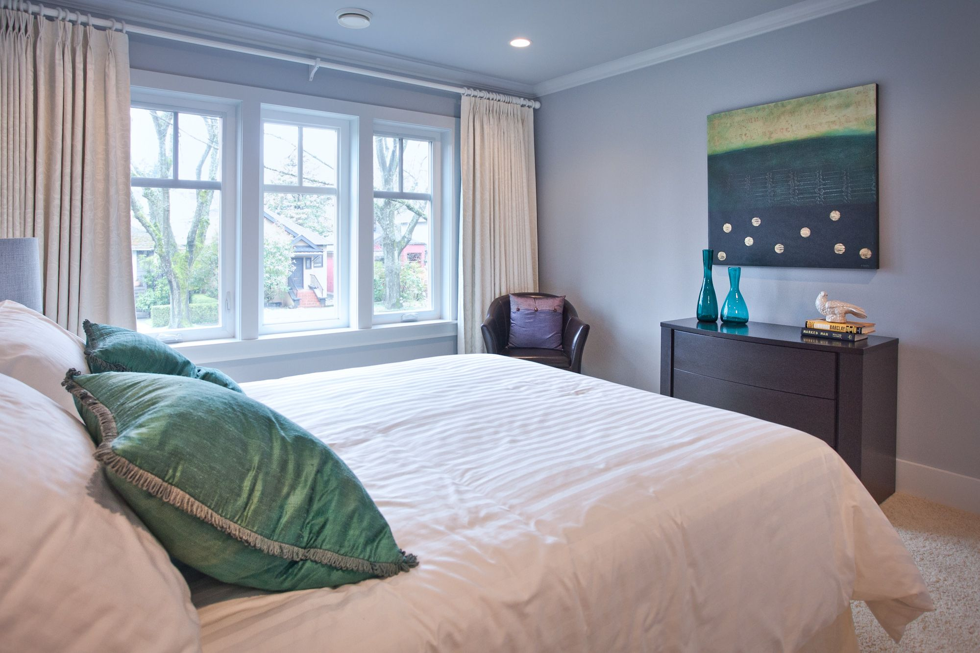 the turquoise theme in the bedroom  interior design