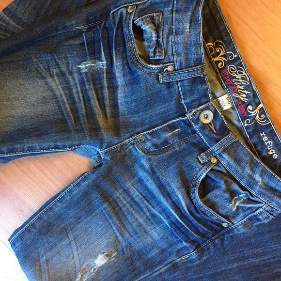 """Refuge jeans Cute and flattering Refuge jeans /  Flirty everyday skinny fit though I think past the knee they are not continuously skinny and loosen up a bit /Size 00S / 26"""" waist and 36"""" length / very cute distressed style refuge Jeans"""