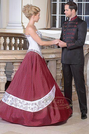 6f4eb55b48 110- bordó mintás szaténból készült esküvői ruha, harmonizál a férfi  bocskai ( K47)