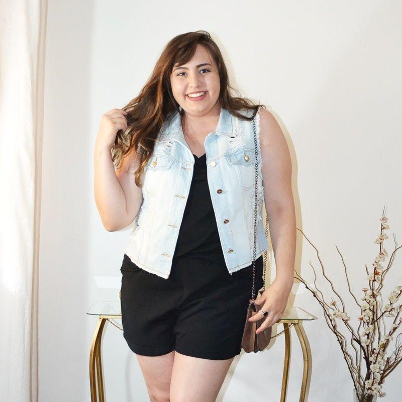 1bb7e3093 Look plus size com colete jeans | Moda casual | Colete jeans, Look ...