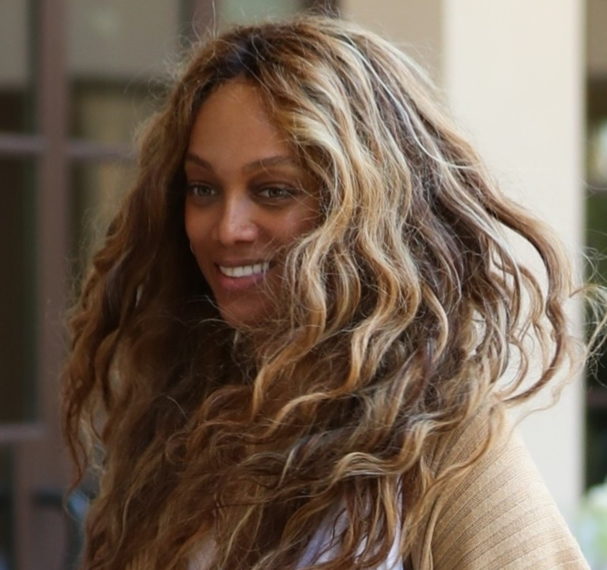 Tyra Banks Photo'd Out . .. With NO MAKEUP . . . And No
