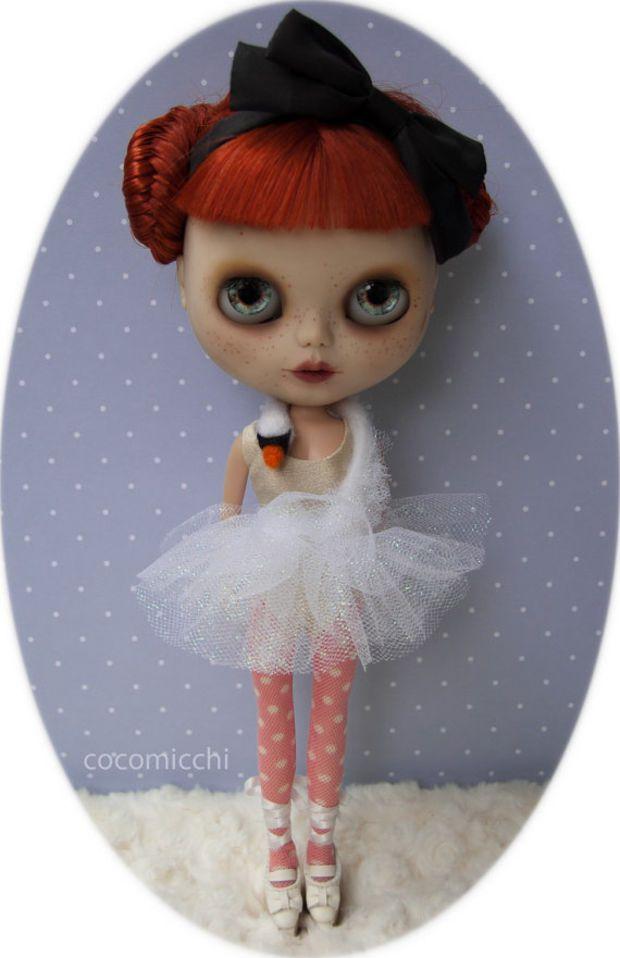 cocoanimal BJöRK swan dress for Blythe dolls