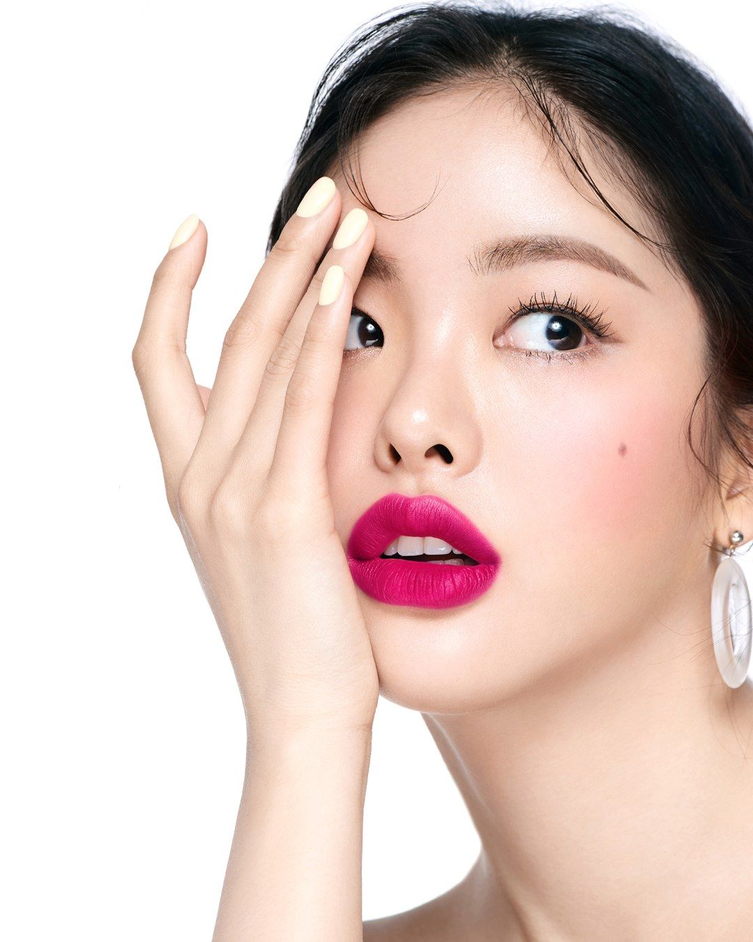 "Everything You Need to Know About Korea's ""Thin Lashes"