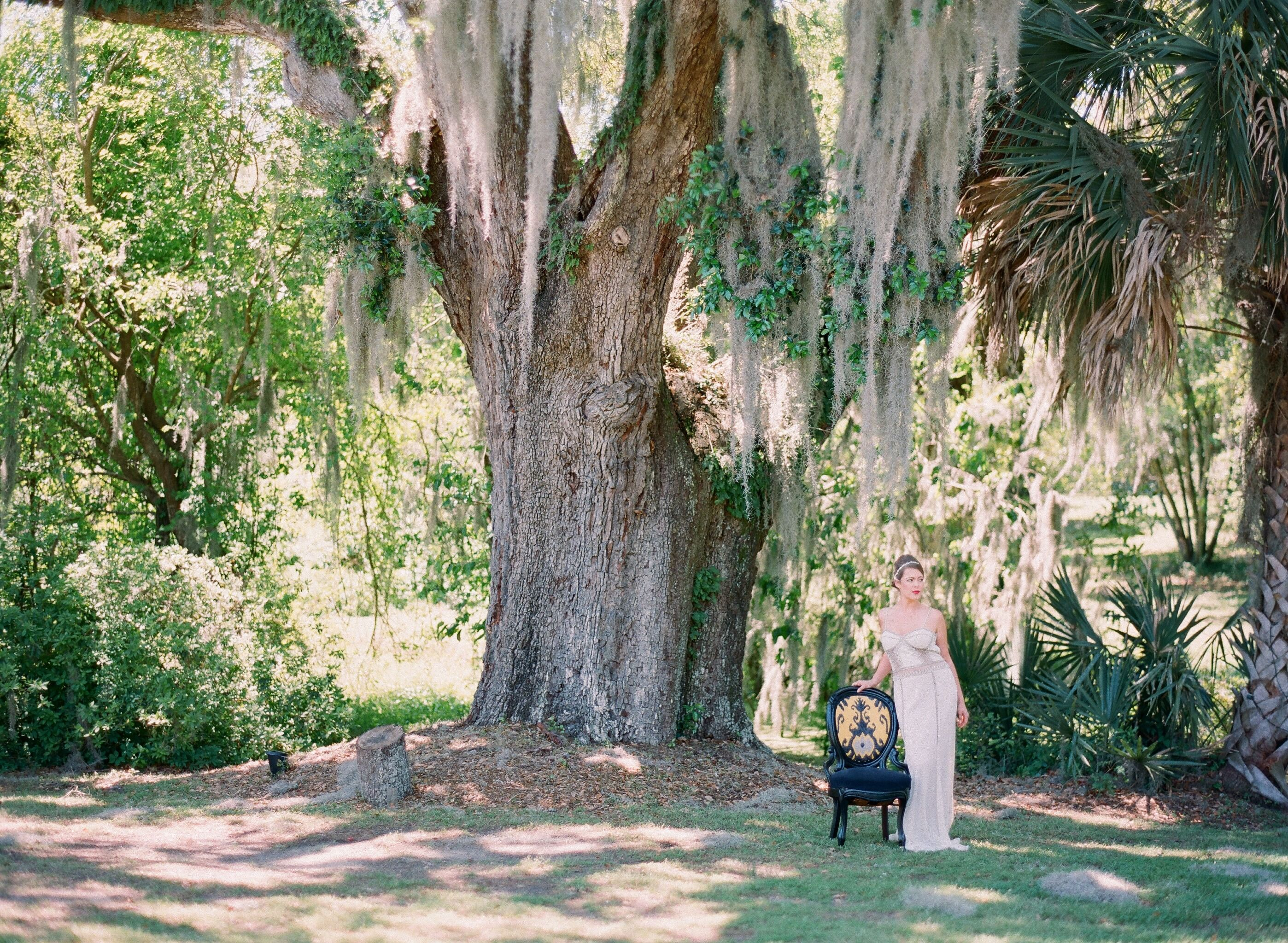 Photography: Lauren Jonas - www.laurenjonas.com/  Read More: http://www.stylemepretty.com/2014/07/11/charleston-bridal-inspiration/