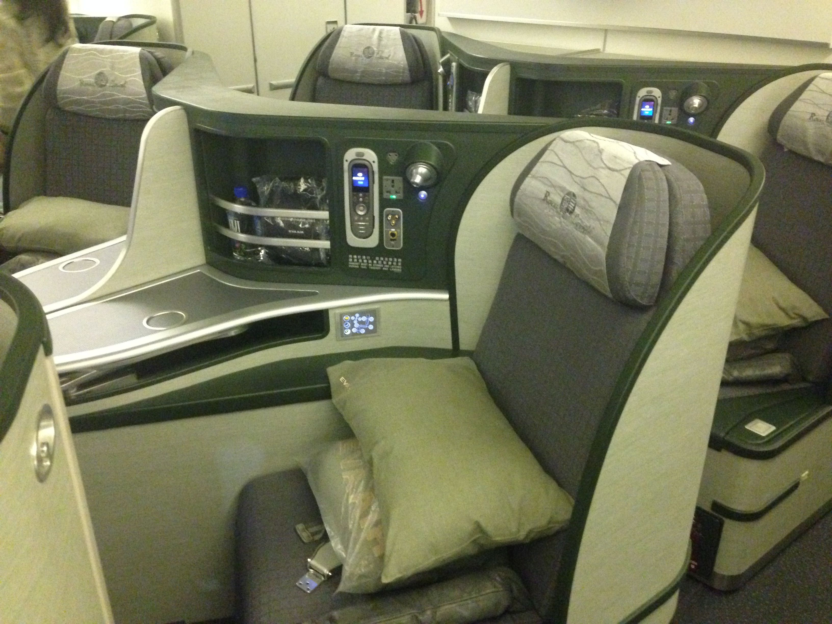 Review EVA Air Royal Laurel Class San Francisco to Taipei