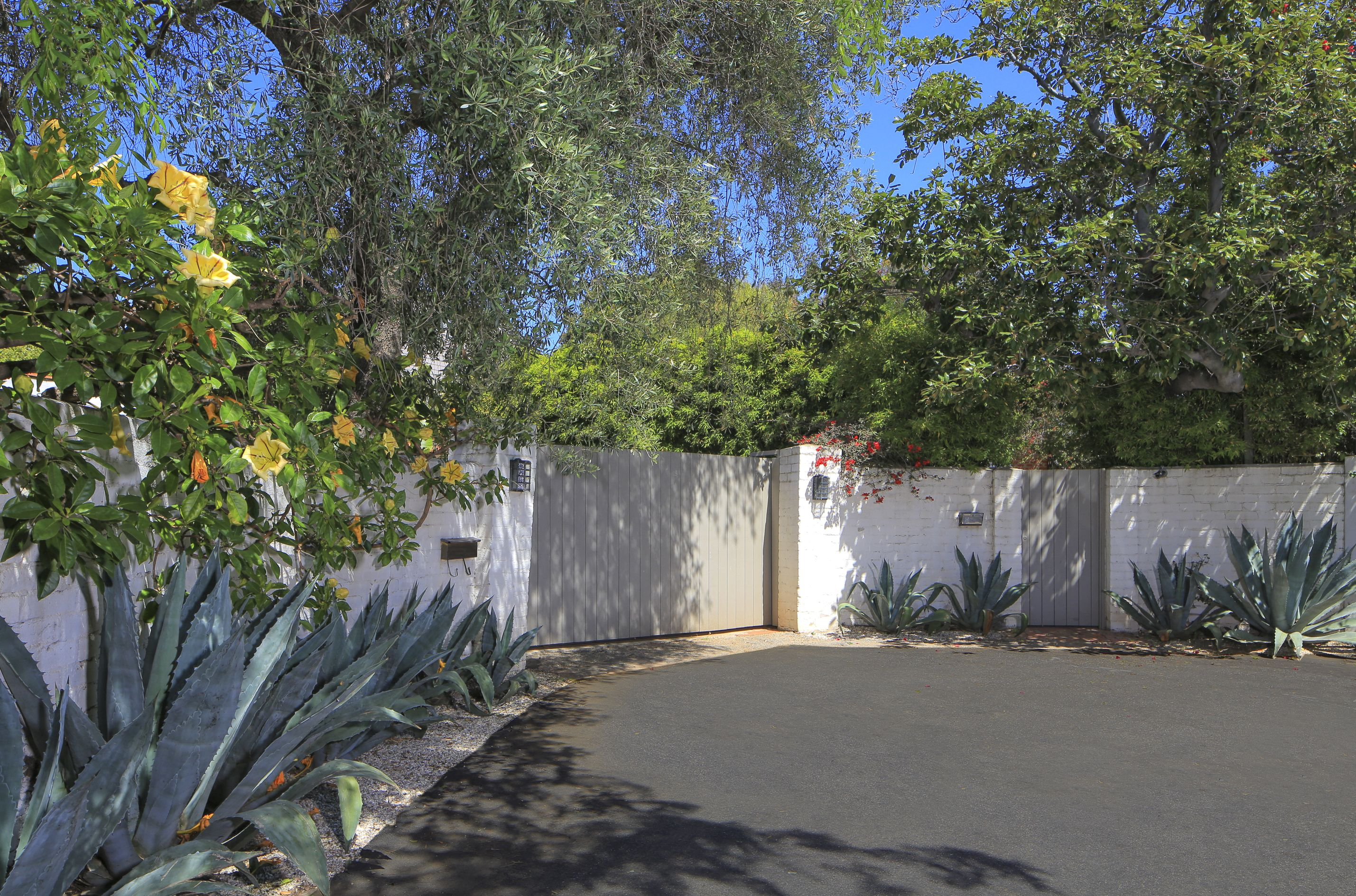 marilyn monroe s brentwood house is for sale for $6.9m - curbed