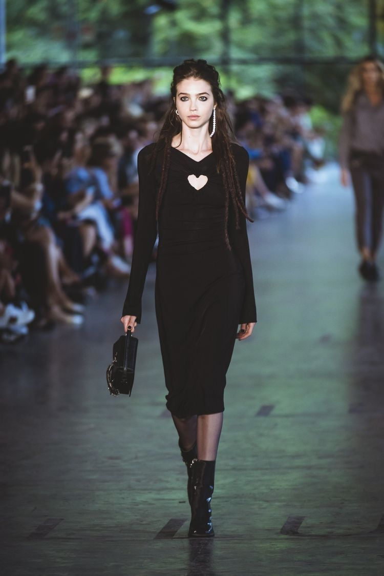 #SPWF43: rock, dress, preto, midi, meia por baixo, inverno, ELLUS, segundo dia