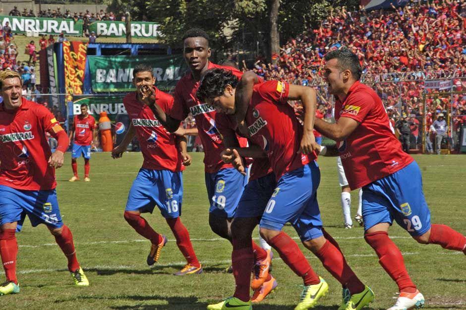 Un penal convertido en gol por Marco Tulio Ciani, al minuto 86, le dio a Municipal el triunfo 1-0 ante Comunicaciones en el clásico 276, el primero de la historia que se jugó en el estadio Manuel Felipe Carrera del Trébol.