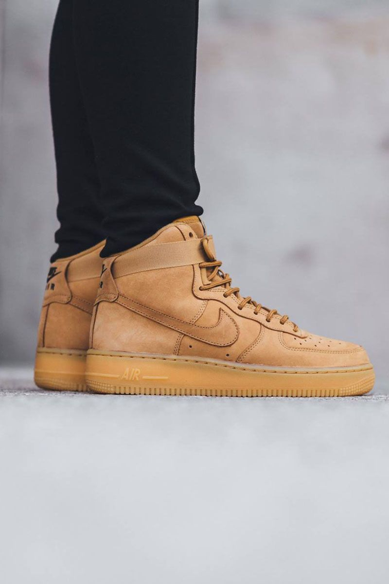 cheap for discount e96d9 d8d0a NIKE AF1 Lv8 Flax Green  Gum Sole