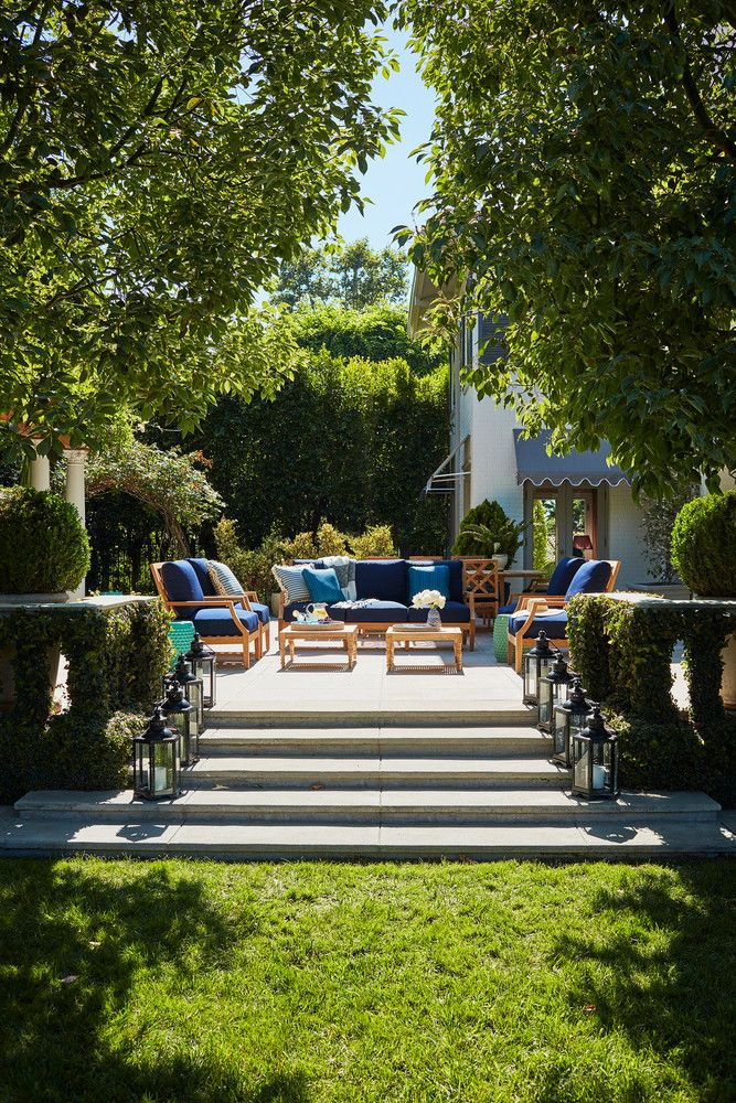 Mindy Kaling S La Home Has The Perfect Backyard Domino Backyard Makeover Small Backyard Landscaping Patio Landscaping