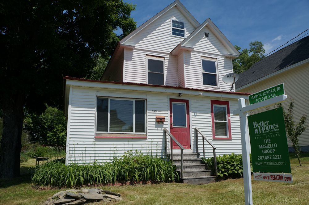 Sold 195 Waverly Street Pittsfield Maine 20 Photos This 3 Bedrooms 1 Bath Home Has A Brand New H Maine Real Estate Hot Water Tanks Better Homes And Gardens