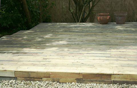 Une terrasse bois en palettes Pallets, Ground level deck and Decking
