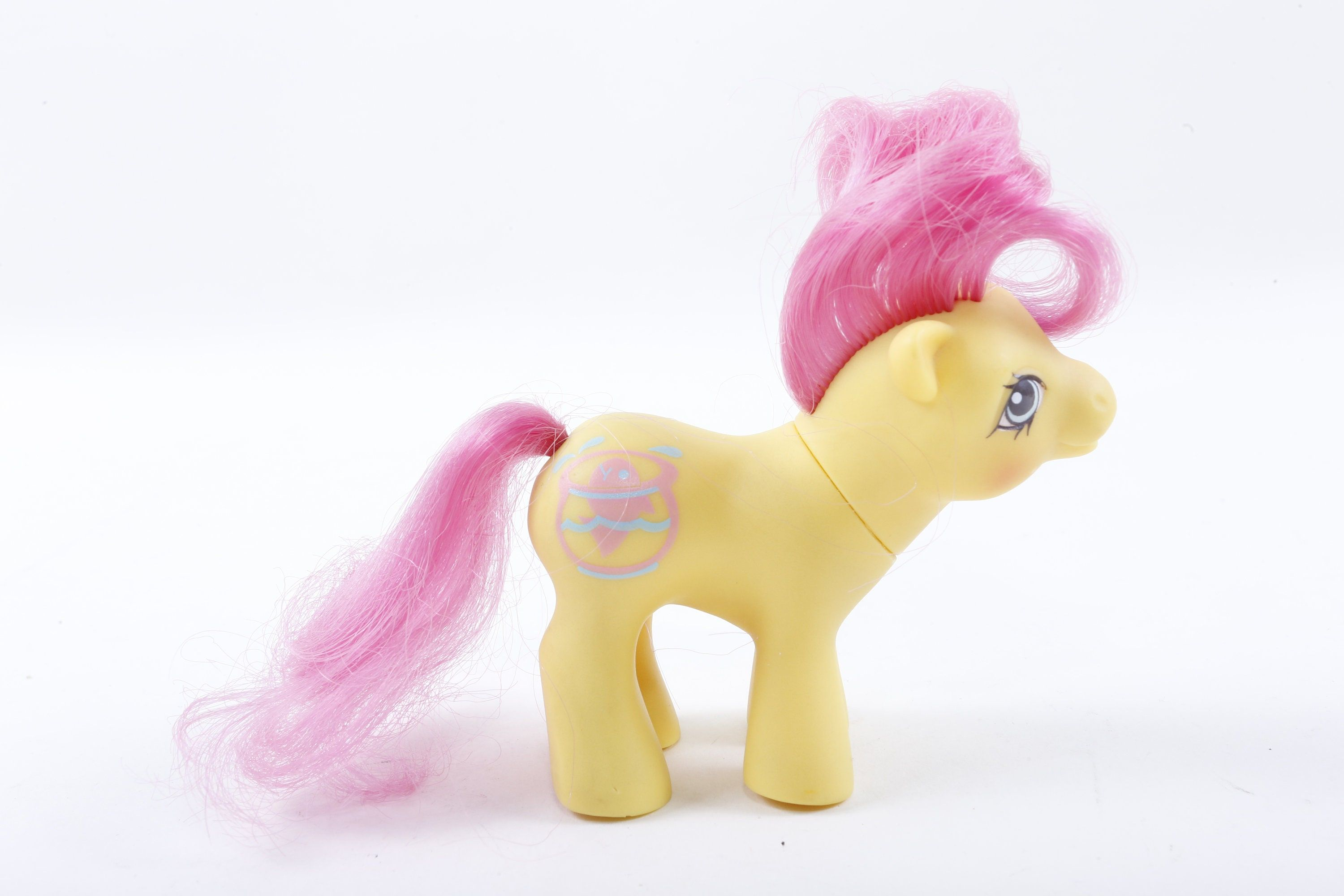 Vintage, Hasbro, My Little Pony, Baby Flicker, Yellow, Plastic, Toy, Fish in Aquarium, Pink Hair, Figure, Animal, Children, ~ 160921A Nice My Little Pony yellow toy with fish in aquarium picture. By Hasbro. Slight Smoky Smell. IMPORTANT INFO BELOW (Please Read For Fast & Helpful Answers to Common Questions) - Measurements: We try to include a ruler in each photo to show the measurement (in inches) for each item. If you can't find the measurements in the title, photos or description, go ahead