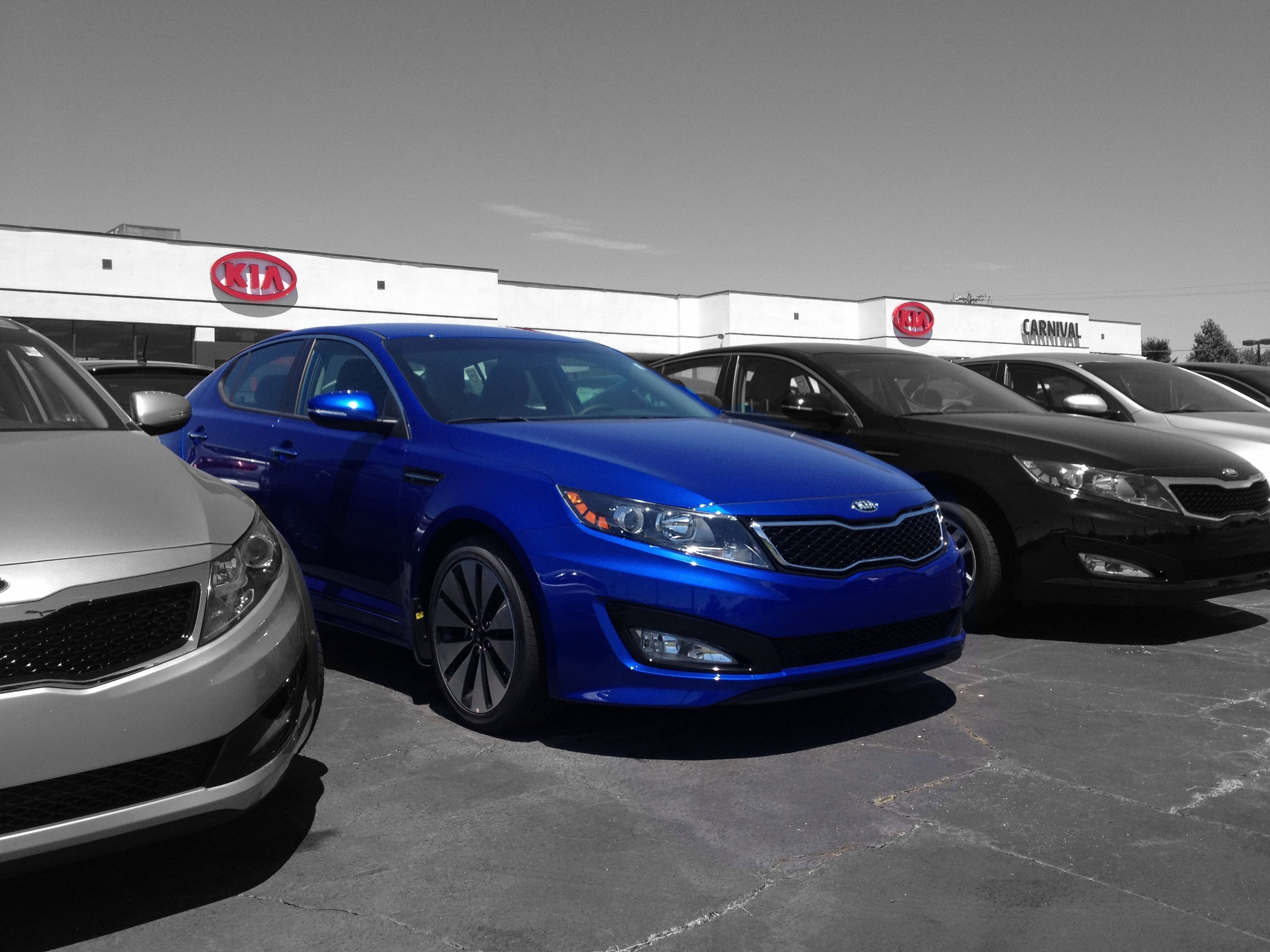 2013 kia optima sx in corsa blue photo courtesy of skip. Black Bedroom Furniture Sets. Home Design Ideas