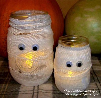 How to Make a Halloween Mummy Jar (tutorial) These are SO CUTE - cute halloween diy decorations
