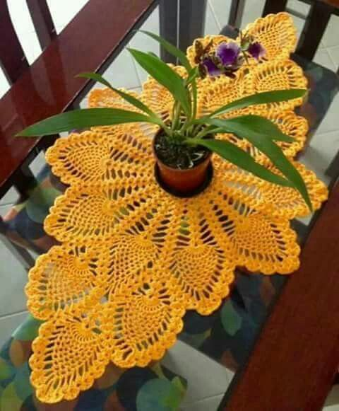 Trilho de mesa em croche abacaxi