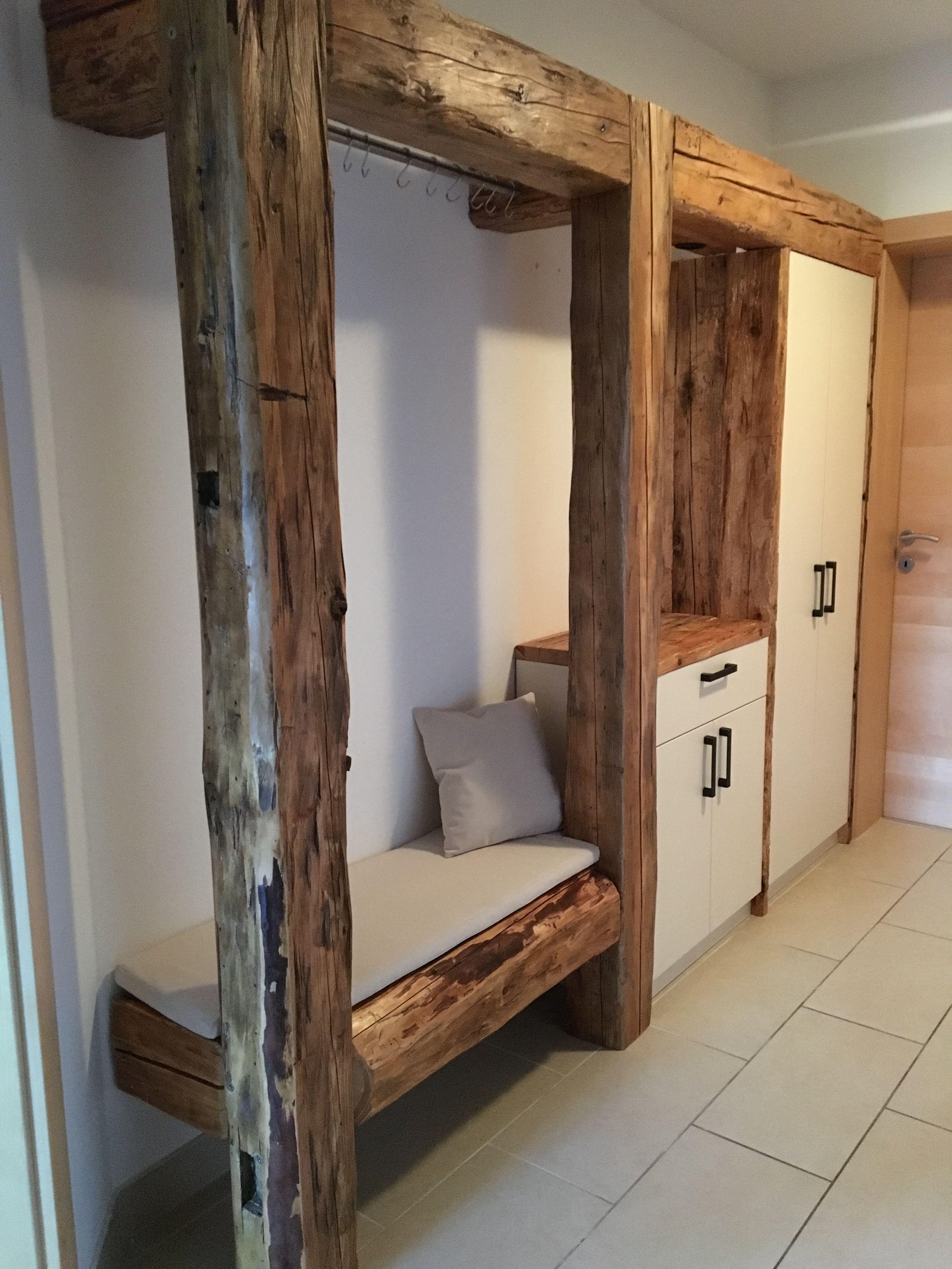 garderobe aus altholz handarbeit in kombination mit cremefarben perfekt f r den vorraum. Black Bedroom Furniture Sets. Home Design Ideas